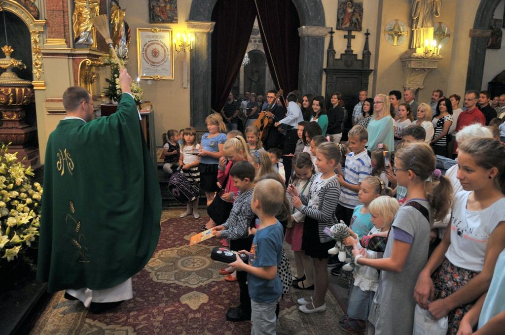 Niedziela - 7. 09.2014 - Poświęcenie podręczników oraz zabawek i rozdanie książeczek uczestnictwa we Mszy św.