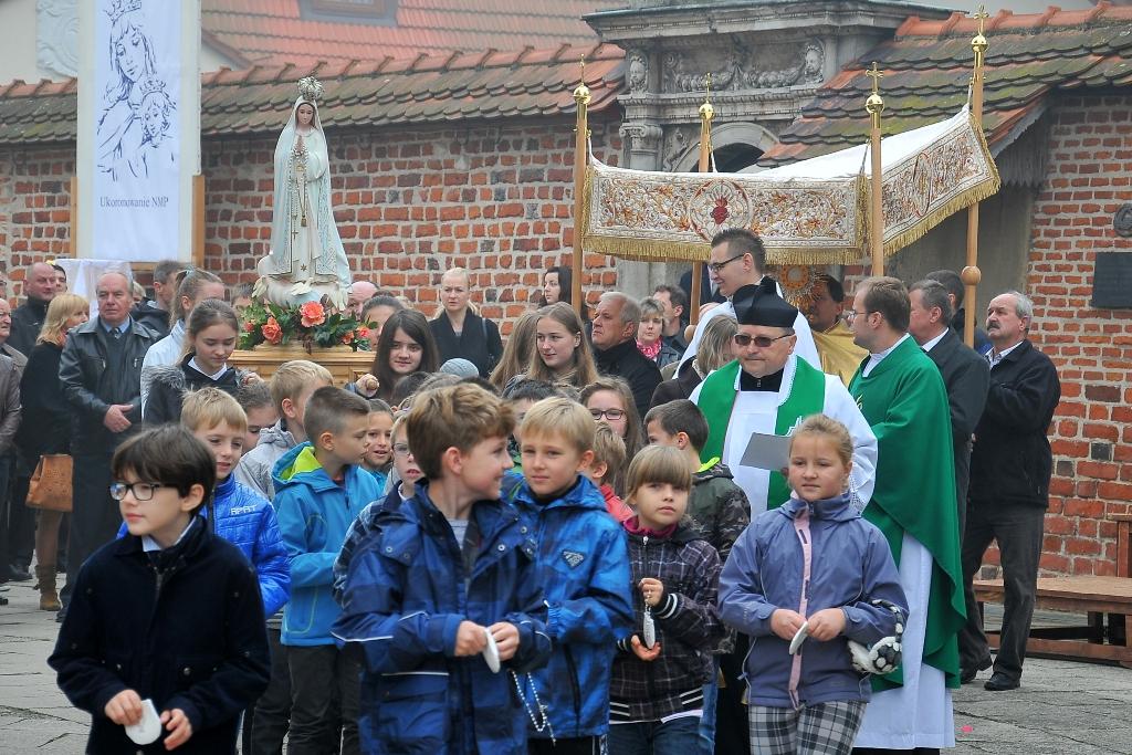 5.10. 2014 r. Poświęcenie różańców i procesja