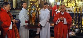 Przebieg nawiedzenia - jubileuszowej peregrynacji Świętych w rodzinach